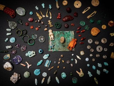 The Pompeiian sorceress' kit contained about 100 different objects.