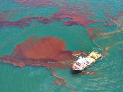 Skimming Oil in the Gulf of Mexico