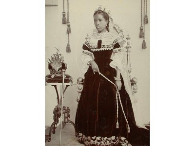 Ranavalona III succeeded her great-aunt, Ranavalona II, in 1883.