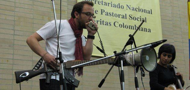 Cesar Lopez and his escopetarra