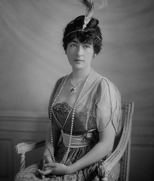 Evalyn McLean (c. 1914) wearing the Hope Diamond