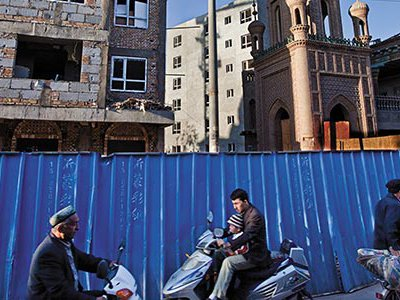 If destruction continues unimpeded, preservationists will run out of time to save Kashgar's Uighur quarter.