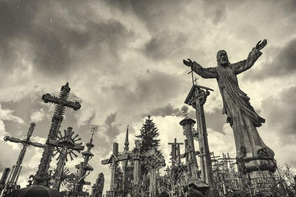 Christ the Redeemer reigns on the Hill of Crosses thumbnail