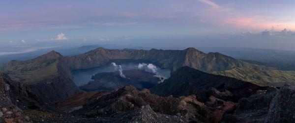 Sunrise at the top of Mt Rinjani thumbnail