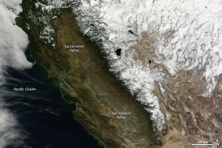 """And the same section of the Sierra Nevada mountains as seen at this time last year. Photo: <a href = """"http://earthobservatory.nasa.gov/IOTD/view.php?id=82910"""">NASA Earth Observatory / Terra - MODIS</a>"""