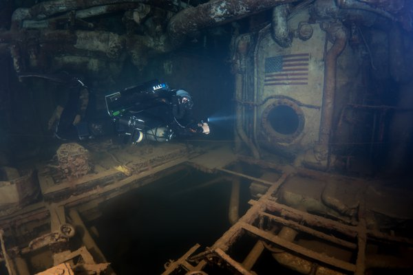Inside the Engineroom of the USS Spiegel Grove Shipwreck thumbnail