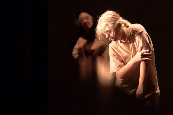 Blindfolded dancer thumbnail