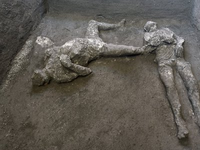 Archaeologists made plaster casts of the pair, who are thought to be a high-status older man and a younger enslaved individual.