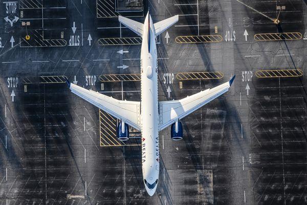 Delta A220 landing Atlanta thumbnail