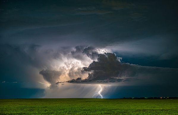 Lightning on the Eastern Plains thumbnail