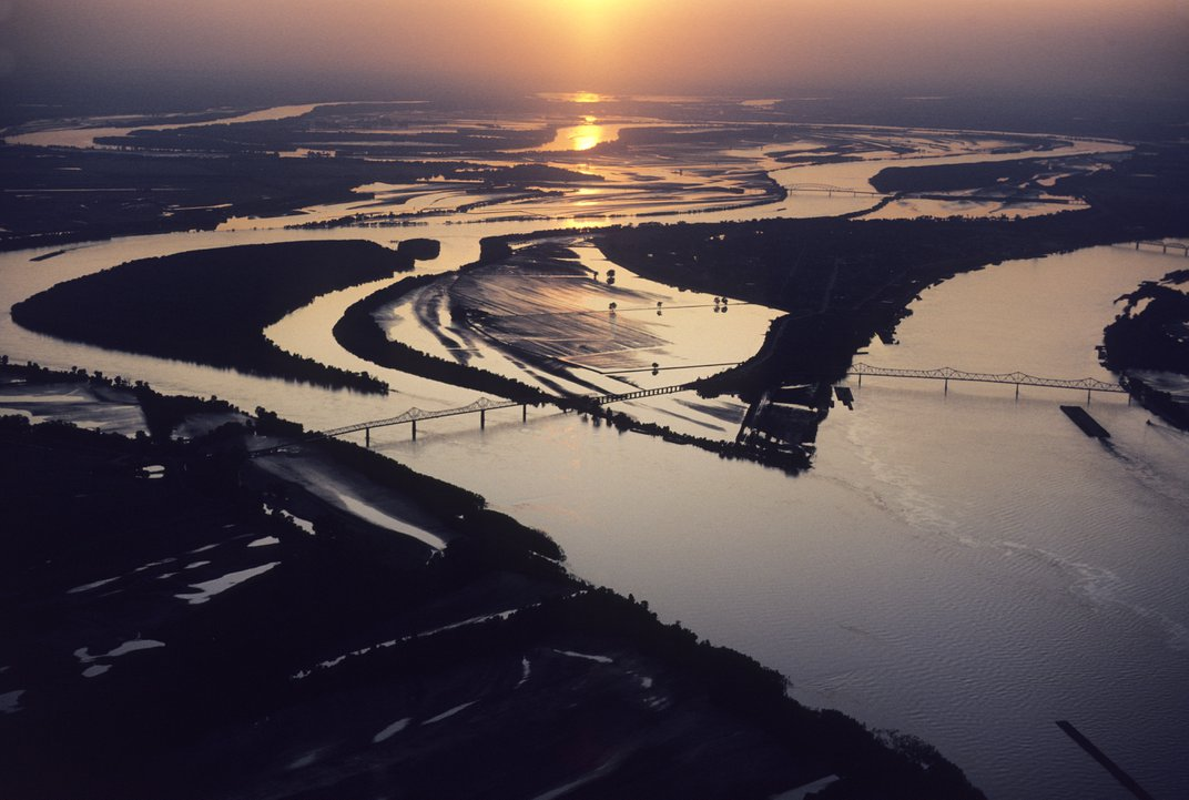 The confluence of the Mississippi River and Ohio River at Cairo, Illinois. (© Nathan Benn/Ottochrome/Corbis)