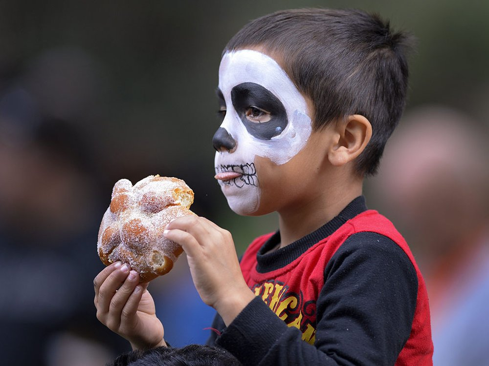 Kid eating pan de muertos