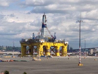 Shell's Polar Pioneer drilling platform