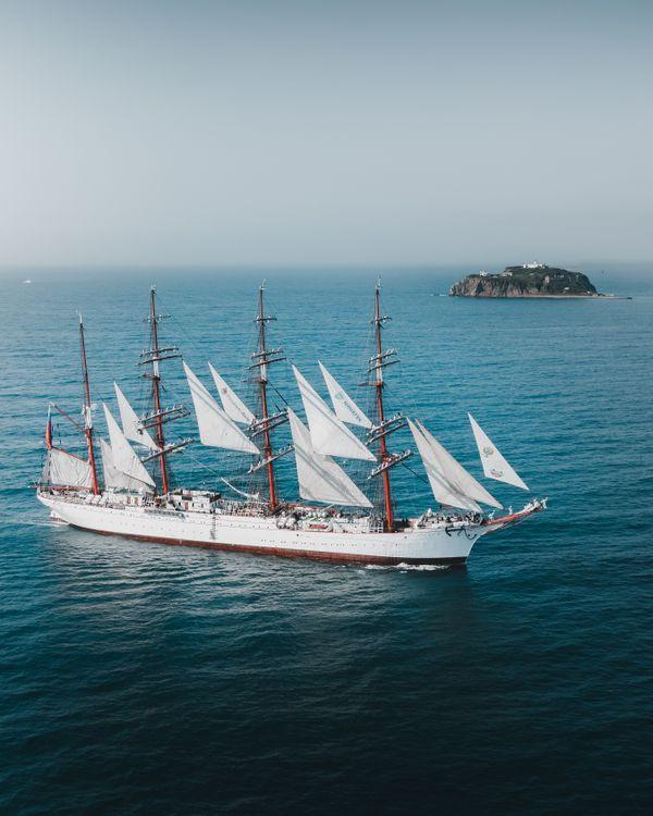 Sailing Ship And tiny island thumbnail
