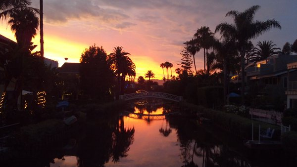 Sunset at the canals in Venice, California thumbnail
