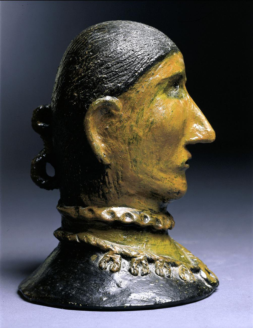 A carving of a figures head.