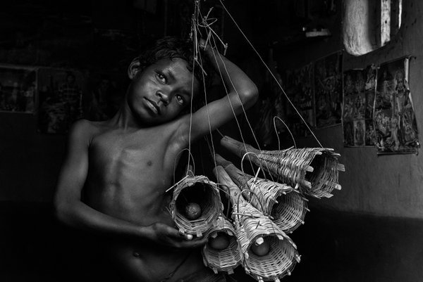 Sabar boy with rat catchers thumbnail