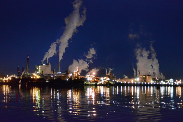 Tacoma's huge wood chip processing factory exhales hot steam during the night. thumbnail