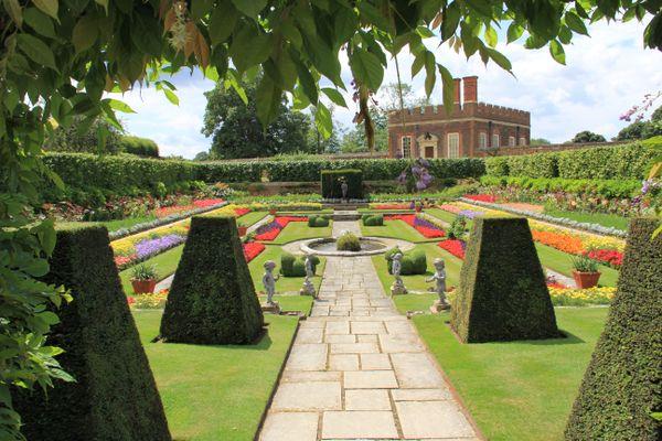 Formal gardens at Hampton Court thumbnail