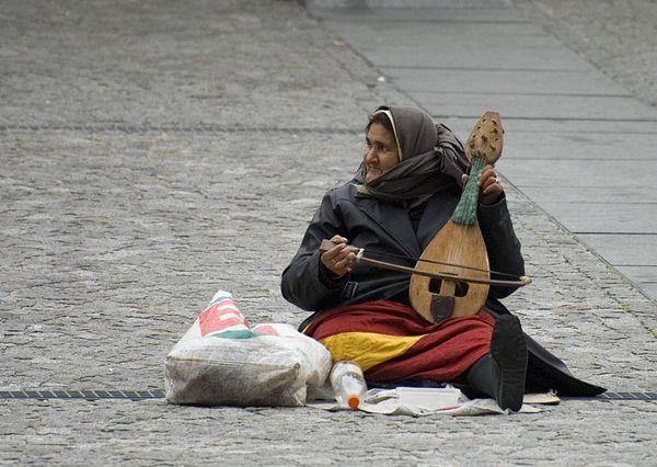 Women creates her own art near Le Centre Pompidou, museum of 20th century arts thumbnail