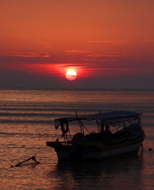 Sunset in Paradise Island thumbnail