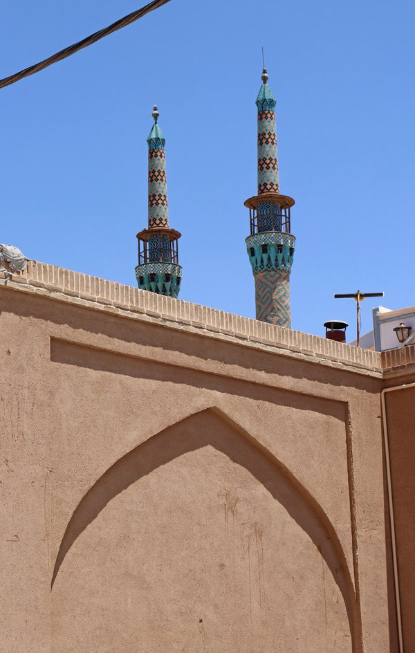 Mosque behind the wall thumbnail