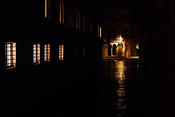 Nuit sur les canaux de Venise thumbnail