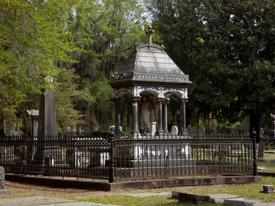 White Lies Matter stole the Jefferson Davis Memorial Chair from Confederate Circle, a private section of Old Live Oak Cemetery in Selma, Alabama.