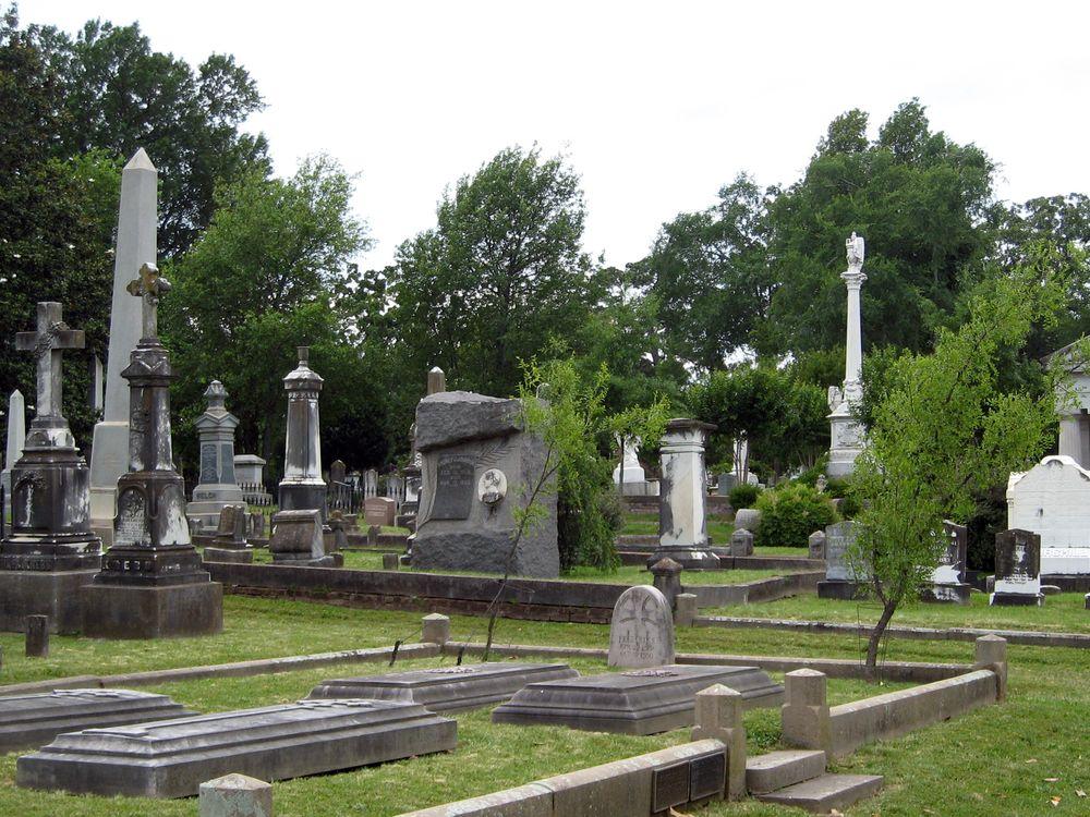 Mount_Holly_Cemetery_1.jpg