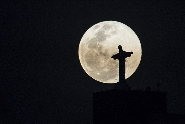 The Christ and the moon thumbnail