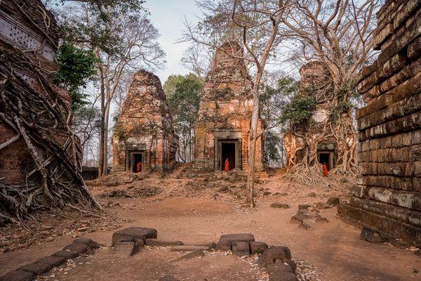 Exploring ancient ruins thumbnail