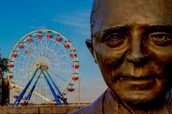 Statue and Ferris Wheel thumbnail
