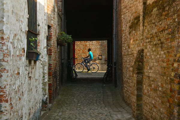 Bruges Passerby  thumbnail