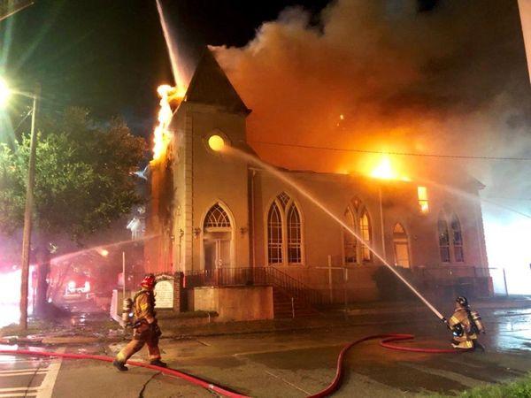 First Metropolitain Baptist Church Fire thumbnail
