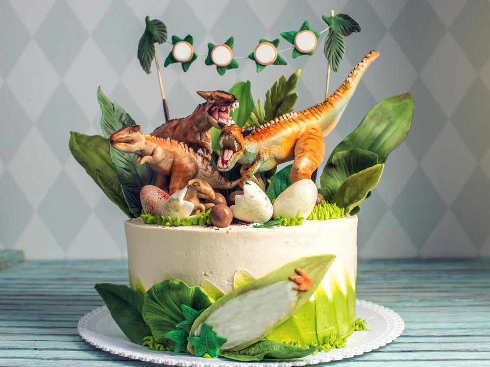 How to Make a Dinosaur Cake