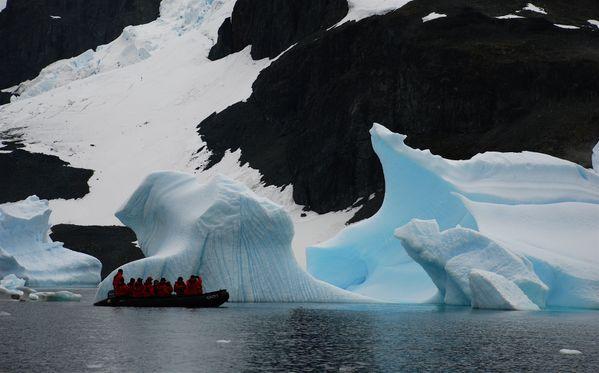 Zodiac trip around icebergs in Antarctica thumbnail