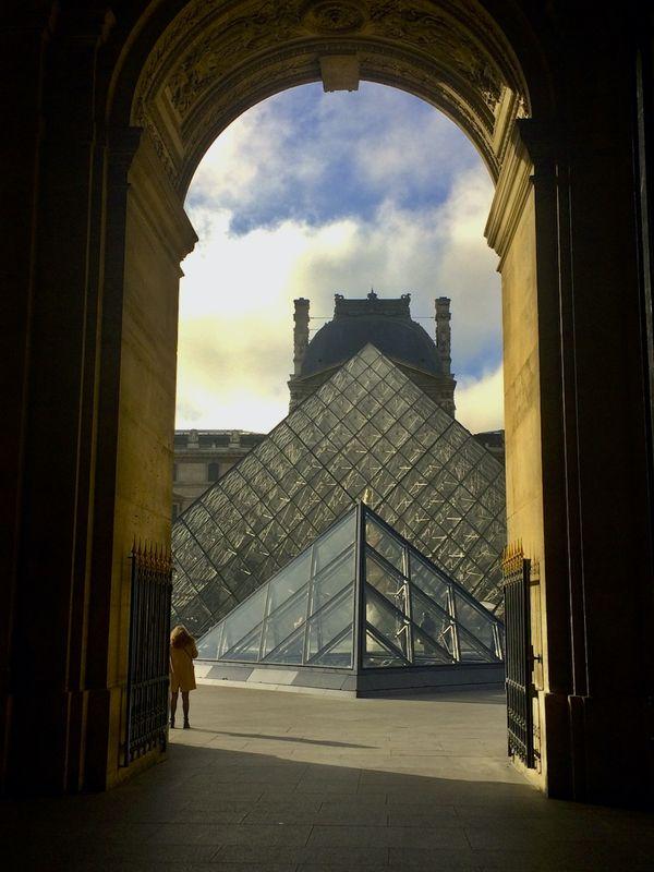 Entrance to Louvre thumbnail