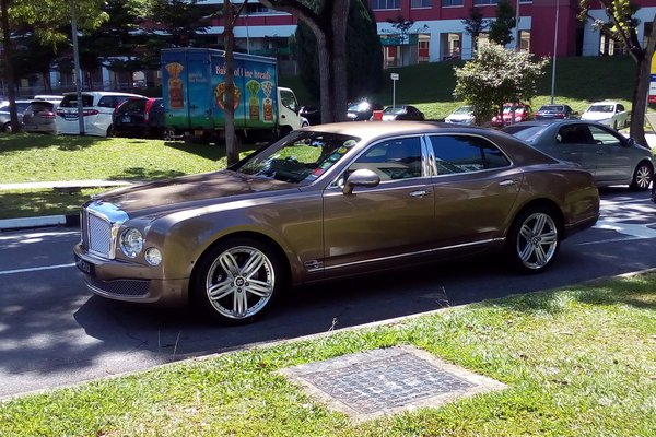Bentley Mulsanne Grand Limousine  thumbnail