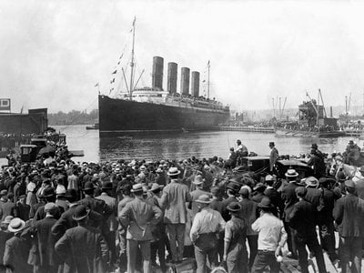 The Lusitania leaves New York on its final voyage in 1915.