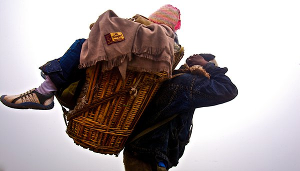 The Mountain Porters of Hemkund Sahib thumbnail