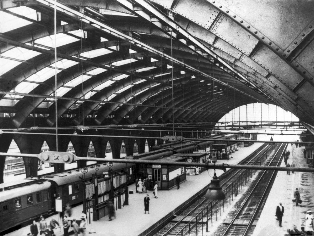 3. Hall and Platforms.jpg