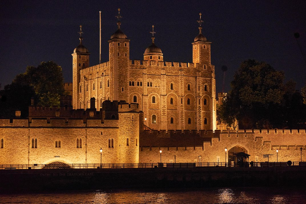 Archaeologists Discover Medieval Woman and Child's Skeletons at the Tower of London
