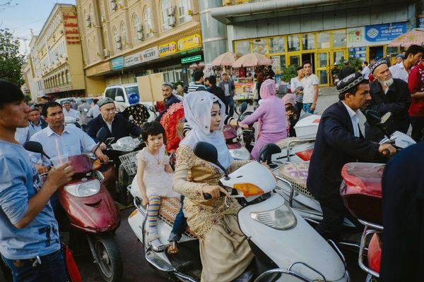 Busy streets of old Kashgar. thumbnail
