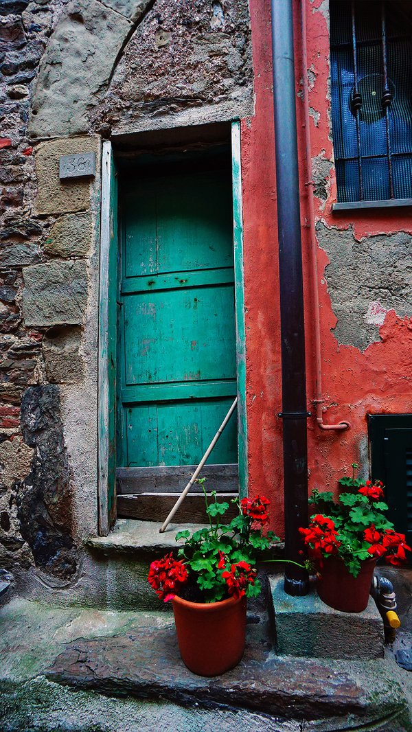 A simple doorway in the Cinque Terre town of Vernazza. thumbnail