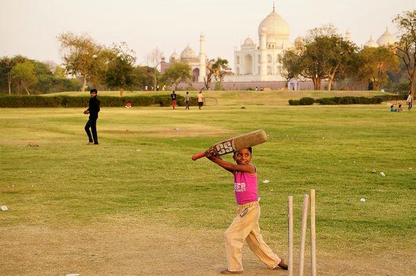 Cricket behind the Taj Mahal thumbnail