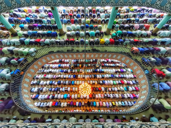Pray in mosque thumbnail
