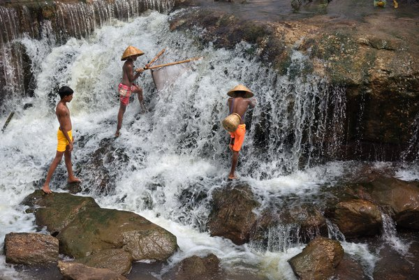 Fishing in a waterfall thumbnail