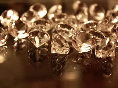 The stolen diamond looked nothing like these
