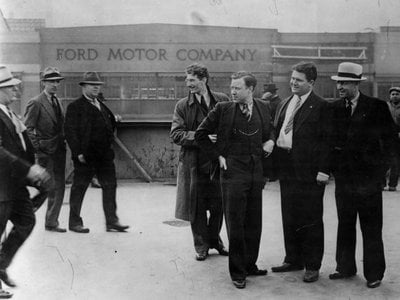 Before the blows began to rain: Walter Reuther (hand in pocket) and Richard Frankensteen (to Reuther's left).