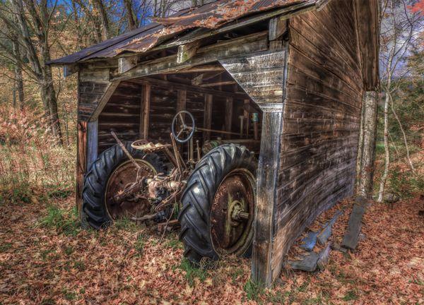Forgotten John Deere Tractor thumbnail